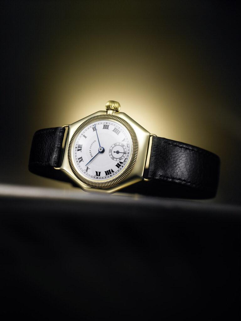 1926年蠔式腕錶採用密封蠔式錶殼,是全球首款防水腕錶
